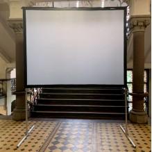 Liels videoprojektora ekrāns iekštelpām <br /><span style=text-transform:none;><small> 1,8×2,5 m</small></span>