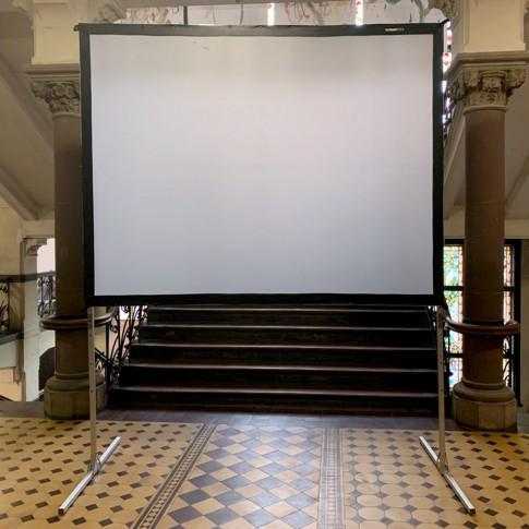 Liels videoprojektora ekrāns | 1,8×2,5 m | noma