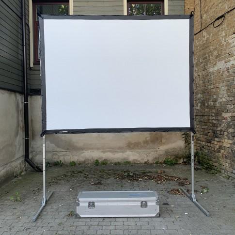 Liels videoprojektora ekrāns | 1,8×2,5 m