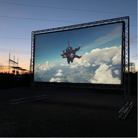 Brīvdabas kino ekrāns 6,6x3,7m | noma