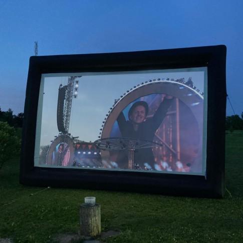 Piepūšamais ekrāns | 2×4 m | noma