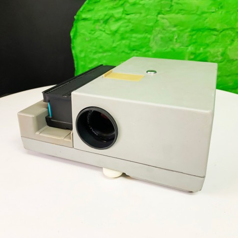 Diapozitīvu projektors